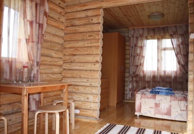 В двухкомнатном коттедже. Фото: www.asonovkluch.ru