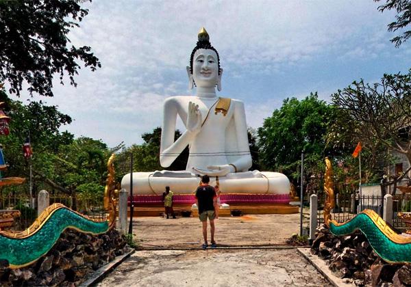 Большой Белый Будда. Фото:    protraveler.ru