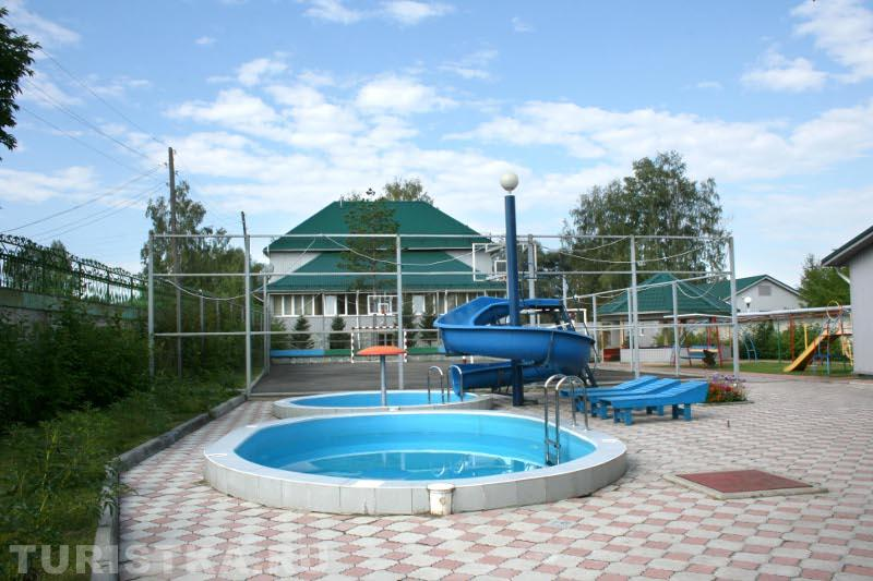 Бассейн на территории. Фото: www.turistka.ru