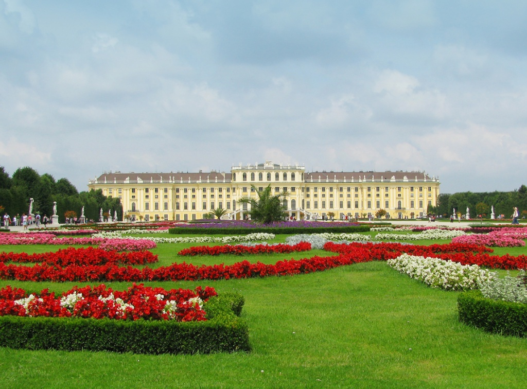 Дворец Шёнбрунн. Фото:  tonkosti.ru