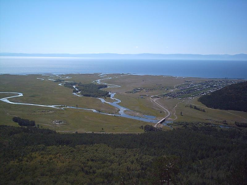 Панорама оз. Байкал и пос. Б. Голоустное
