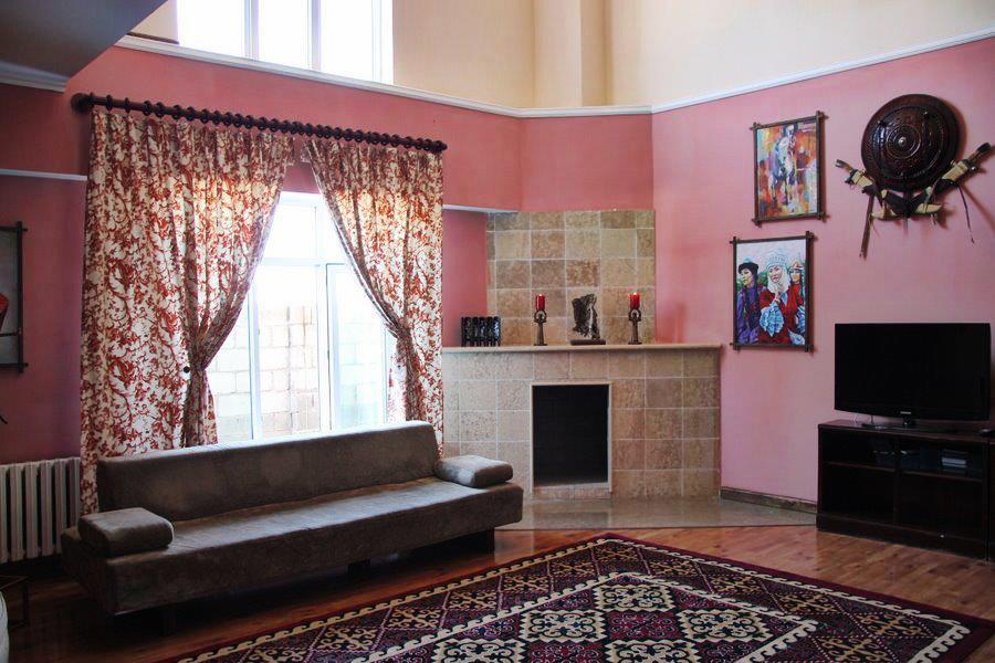 Каминный зал. Фото: www.facebook.com/tagaytay.karakol.ru