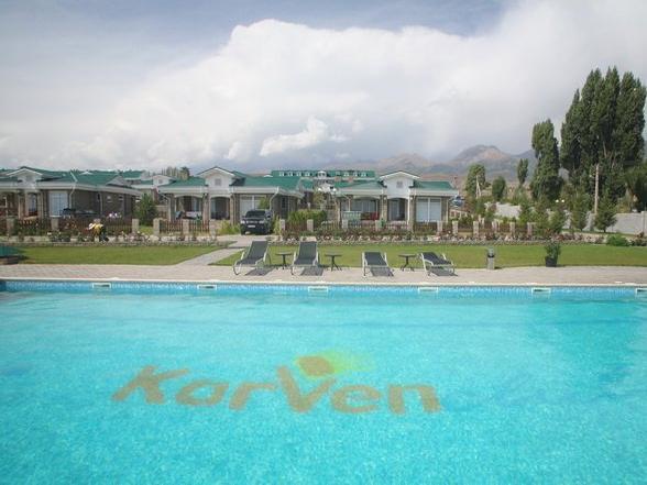 Центр отдыха «Карвэн Иссык-Куль», бассейн. Фото: www.karven.kg