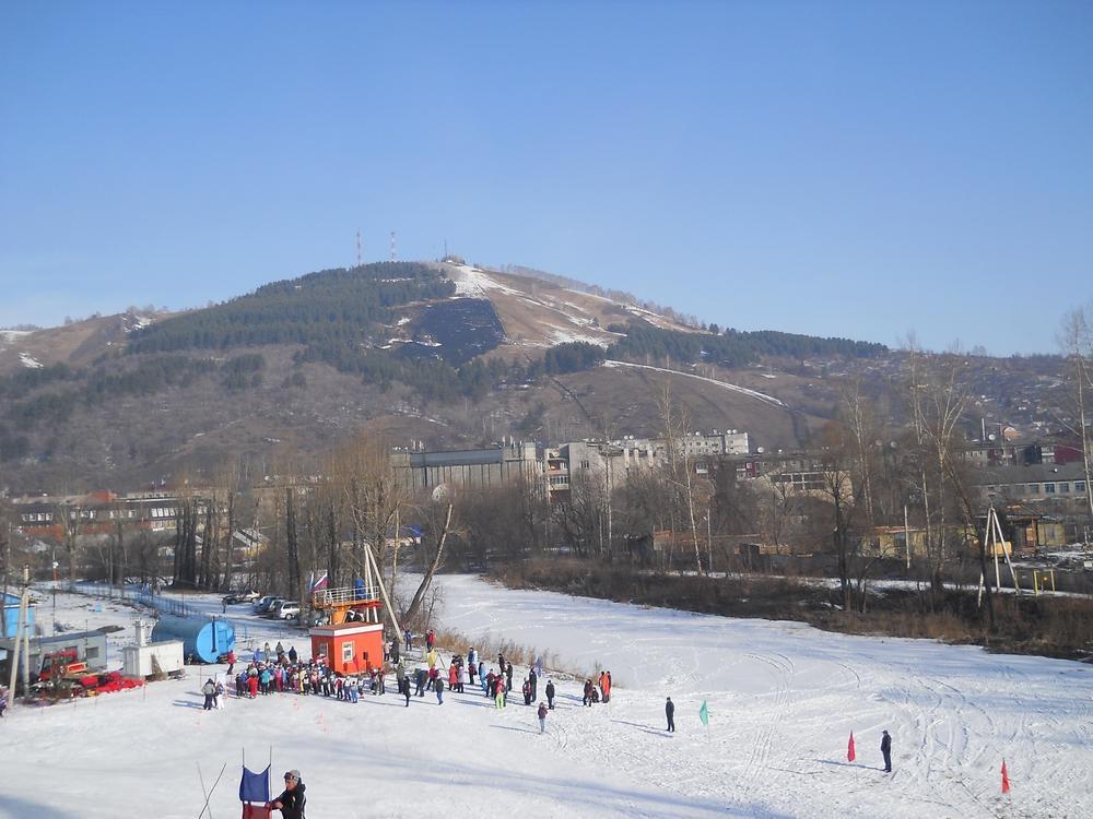 Вид на гору Тугая с г. Комсомольская