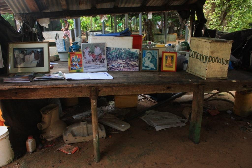 Стол для пожертвований. Фото:  shrilankablog.ru