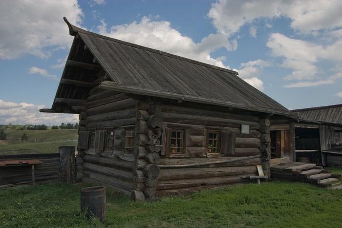 Изба XVII века собрана из нескольких построек, стоявших в деревнях Таборы и Арамашка. Фото: Николай Горячкин