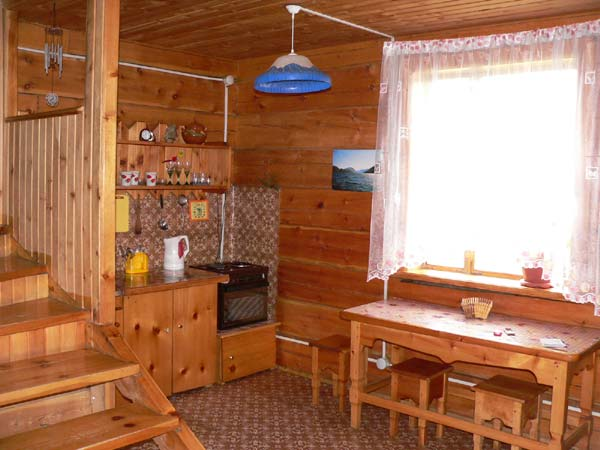 Кухня в коттедже   www.turistka.ru