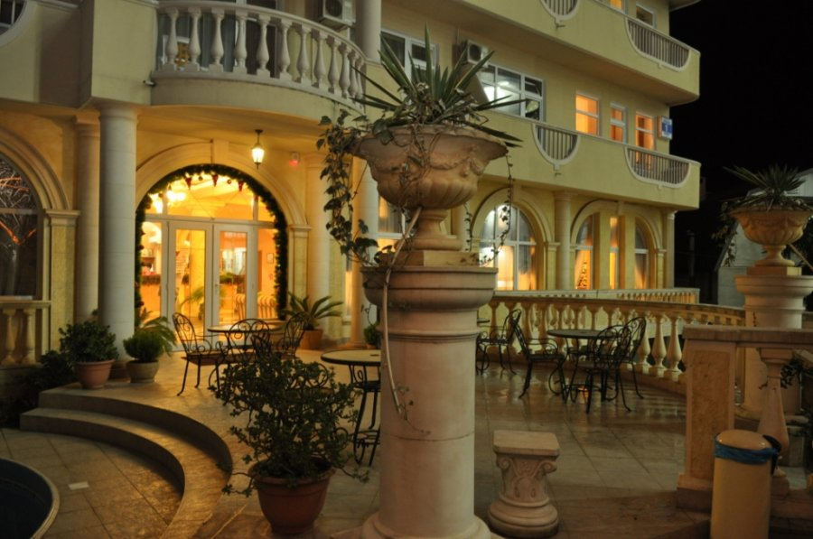 Летняя терраса. Фото: www.nairi-sochi.ru