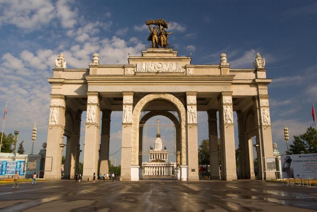 Главный вход ВВЦ. Фото с сайта  www.photo-moskva.ru