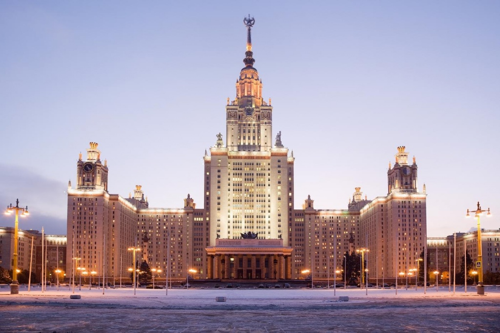 МГУ. Фото с сайта  tonkosti.ru