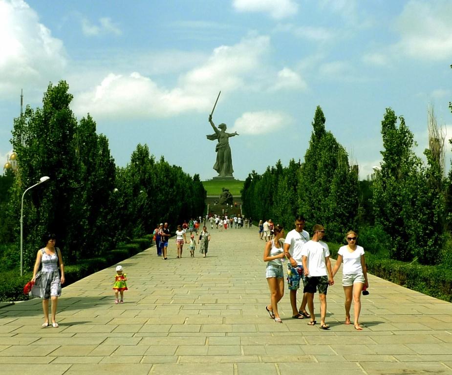 Аллея пирамидальных тополей. Автор: zoetnet. Фото:  www.flickr.com