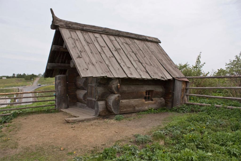 Баня из трех бревен из деревни Городище Алапаевского района. Фото: Primus65