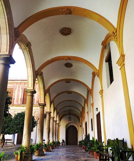 Галерея аббатства. Фото:   tonkosti.ru