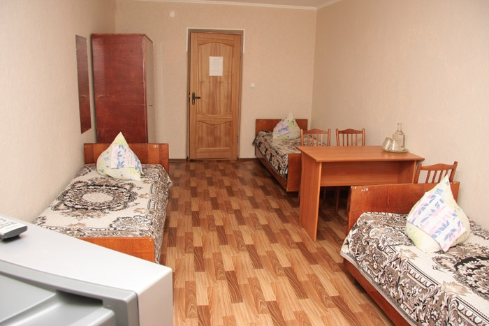 Трехместный неблагоустроенный номер. Фото: hotel-kolos.ru