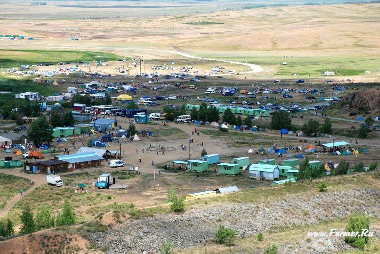 Вид на лагерь. Фото: Алексей Воложанин