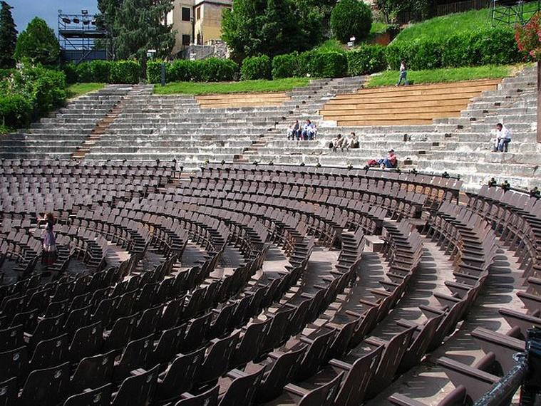 Римский театр  Фото:  tonkosti.ru