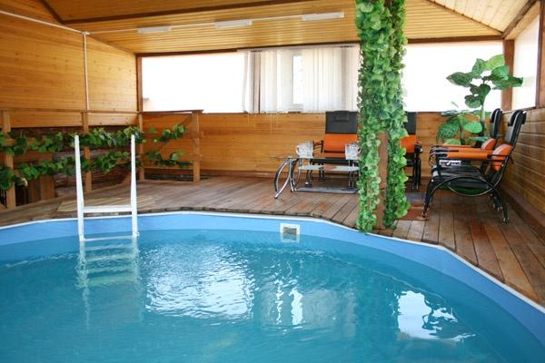 Бассейн в бане   www.restcafe.ru