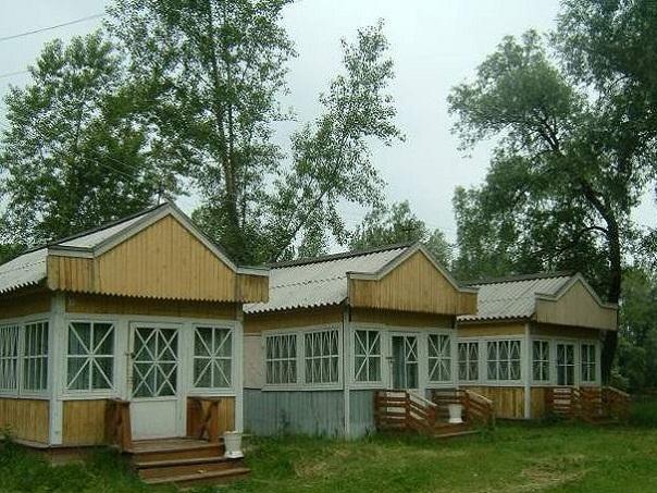 Домики турбазы. Фото: tur-pan.ru