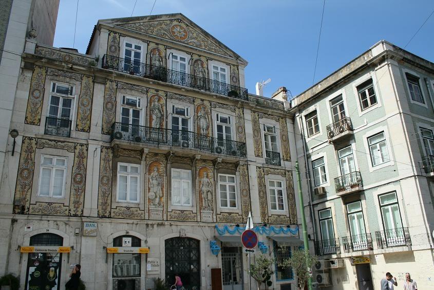Дома в Лиссабоне. Фото с сайта  tonkosti.ru