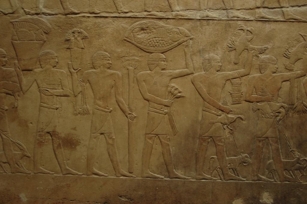 Барельефы на стене пирамиды. Автор: amerune. Фото:  www.flickr.com