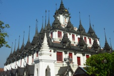 Храм Ратчанадарам (Wat Ratchanaddaram)
