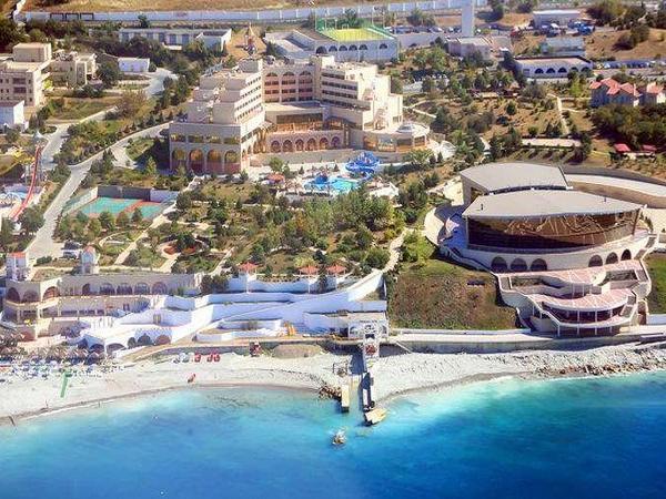 Курортный комплекс «Надежда», вид с моря. Фото: www.nadezhda.ru