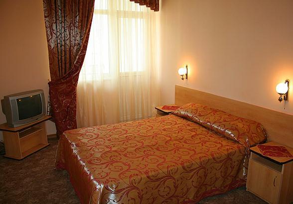 Интерьер номера. Фото: www.hotelsalut.narod.ru