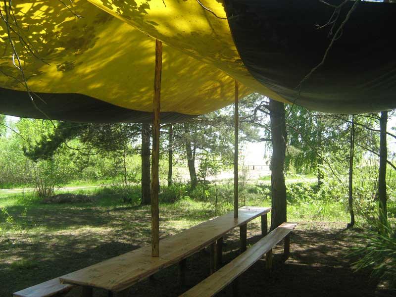 Под шатром... Фото: www.azimut54.ru