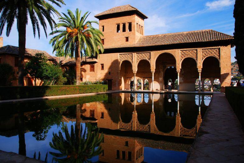 Альгамбра. Фото с сайта  www.arrivo.ru