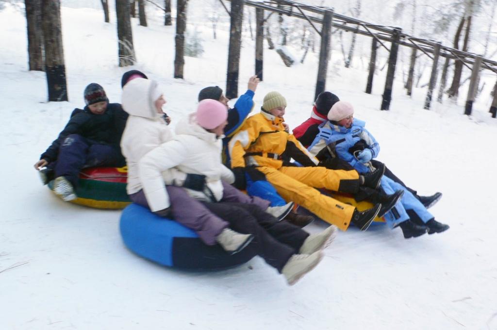 "Снежная гора и катание на ""плюшках"""