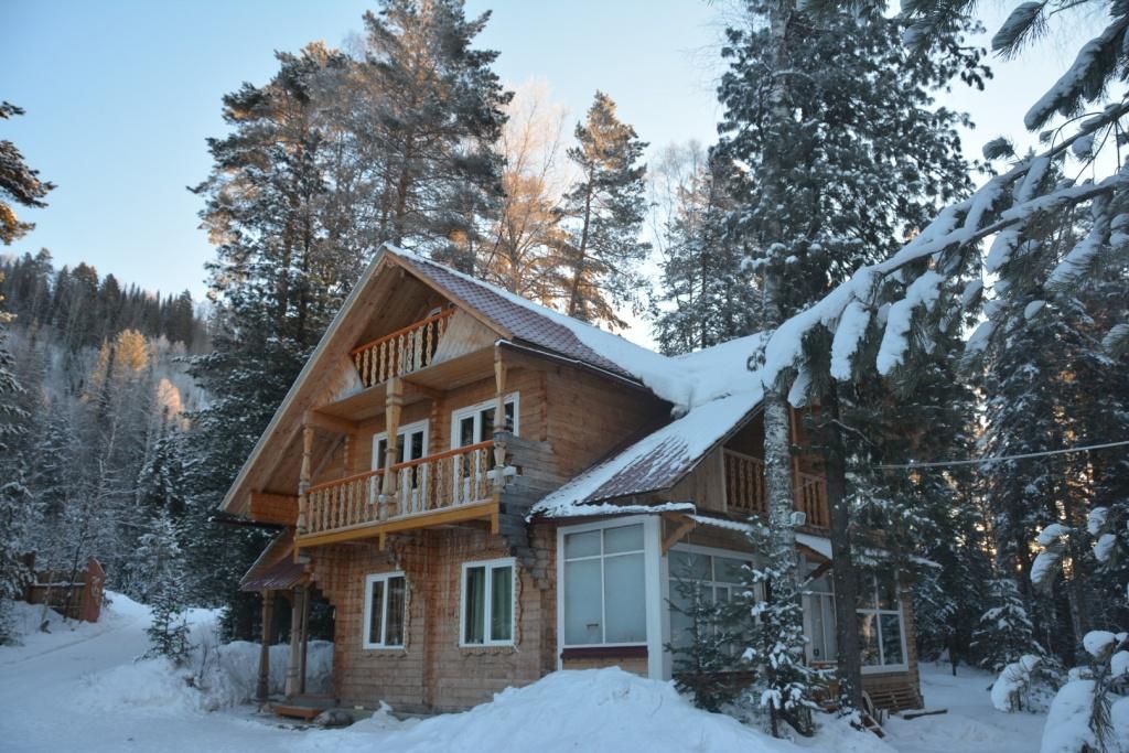 Большой и уютный кедровый дом
