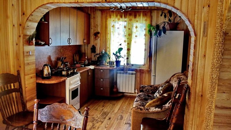 Кухня в коттедже «Роза души». Фото: lebtur.ru