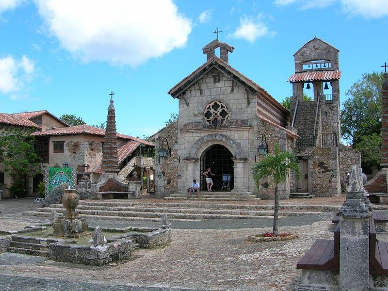 Средневековый город Altos de Chavon. Фото:  miroland.com