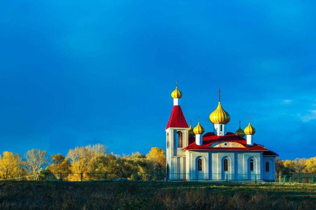 Храм им. св. Петра и Февронии