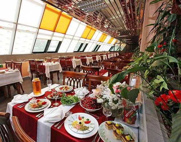 Обеденный зал. Фото: www.ivushka-sochi.ru