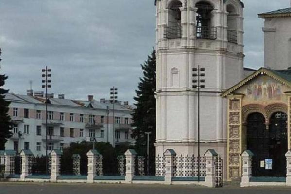 Черные столбы планируют расставить по периметру храма