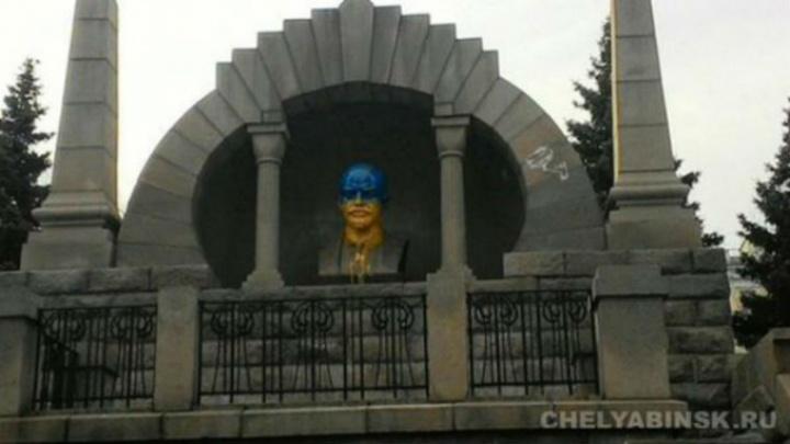 Прекращено дело о покраске бюста Ленина в центре Челябинска в цвета украинского флага