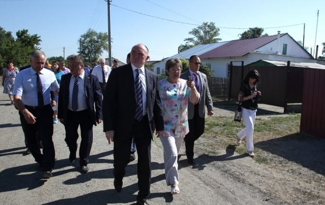 Губернатор проверил ход газификации в Троицком районе