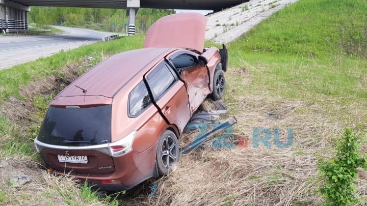 «Машина — в кювете, девушка вся в крови»: трое человек получили увечья в аварии на тюменской трассе