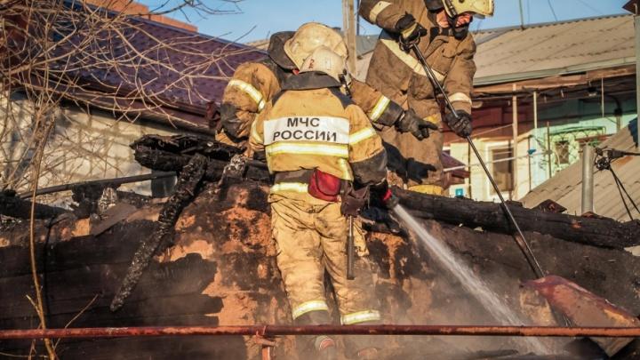 В Ростовской области сгорел частный дом: два человека погибли