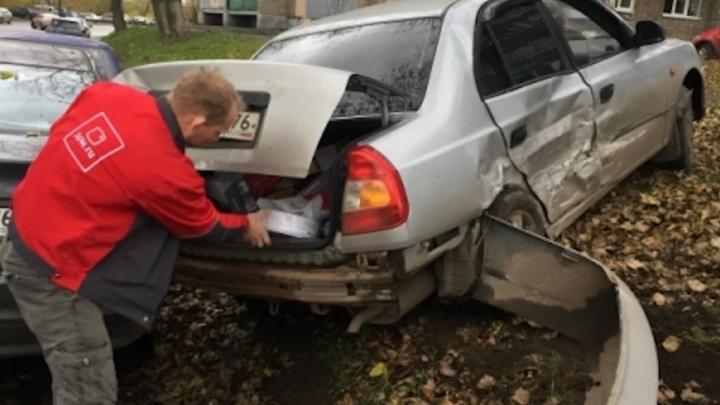 ДТП из четырех машин на перекрестке: автомобили разбросало по дороге