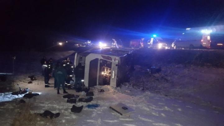 Три волгоградца погибли в автобусе, перевернувшемся на трассе Волгоград — Ростов