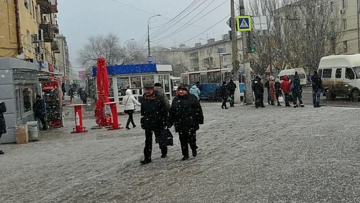 Волгоградцы успели снять снежный вальс в Тракторозаводском районе