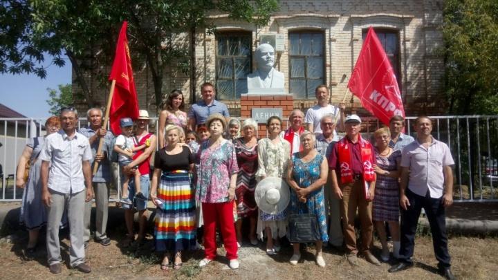Под Волгоградом открыли спасенного от вандалов Ленина