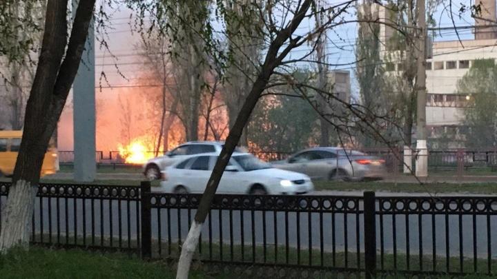 Сильный пожар возник на проспекте Ленина в Волгограде
