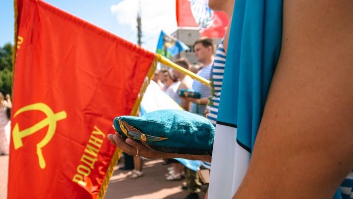 Минута молчания в память об однополчанах: в Самаре прошел митинг ко дню ВДВ