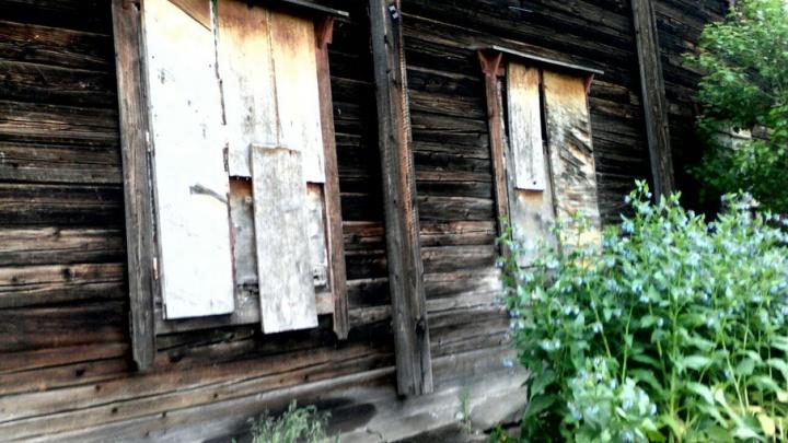 Простоит ли до расселения: в Углеуральском в многоквартирном доме обрушился потолок