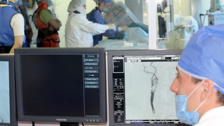 Больных инсультом в Челябинской области прооперировали новым методом