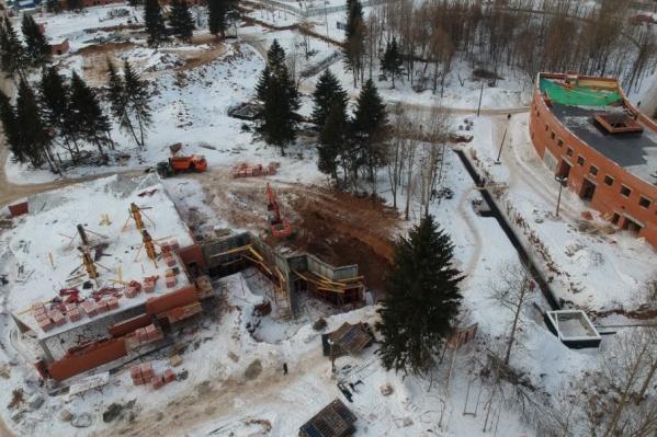 Строительство объектов зоопарка продолжается