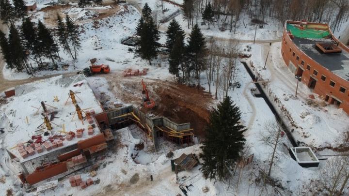 Подрядчик по строительству пермского зоопарка сократил отставание от графика до 87 дней